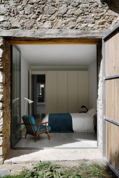 Studio8940.: Renovated stable in Cáceres Send me pics of your house if it looks like this, and i'll allow you to pay me 2000 dollars to spend the week with you massaging you into jello. If I like your photos you win this prize.
