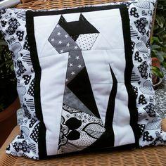 Kissen Scrappy Cat Diaper Bag, Quilts, Blanket, Cat, Pillows, Diaper Bags, Quilt Sets, Cat Breeds, Mothers Bag