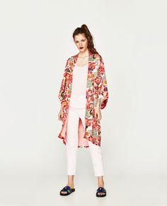 Kimono från Zara, storlek M-L Long Kimono Cardigan, Kimono Outfit, Kimono Fashion, Kimono Top, Kimono Style, Fall Outfits, Fashion Outfits, Women's Fashion, Kimonos