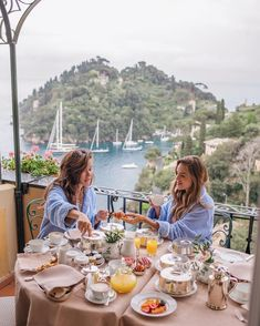 Gal Meets Glam (Julia Engel) and Rosie Londoner having breakfast on their hotel balcony in Portofino // This is what I want to do with my sister who is one of my best friends: travel together and share amazing food and views!