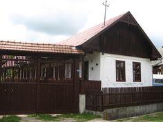 Hungary Kalotaszeg népi építészete - táj-kert Folk Music, Architectural Elements, Hungary, Shed, Farmhouse, Cottage, Outdoor Structures, Cabin, Traditional