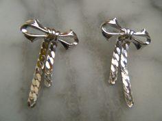 Cute and Sassy Vintage Silver Bow Tie Ribbon Earrings for Pierced Ears by DancingSunbeams on Etsy Silver Bow Tie, Vintage Silver, Ear Piercings, Sassy, Ribbon, Brooch, Bows, Earrings, Cute