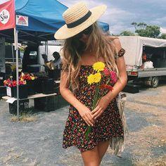 Markets @lucianarose in our Rambling Rose mini  Hat @fallenbrokenstreet