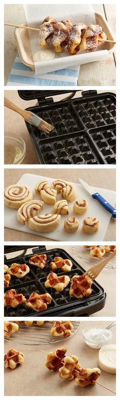 DIY State Fair Recipes to Try DIY mini cinnamon roll waffles on a stick!DIY mini cinnamon roll waffles on a stick! Cinnamon Roll Waffles, Cinnamon Rolls, State Fair Food, Waffle Maker Recipes, Breakfast Recipes, Dessert Recipes, Delicious Desserts, Yummy Food, Waffle Cake