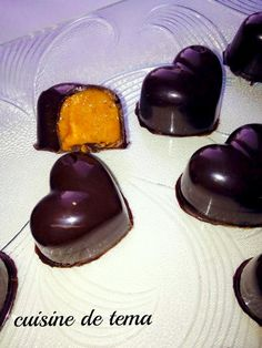 chocolates stuffed with homemade praline, Desserts, chocolate stuffed with praline. Cocoa Recipes, Easy Cookie Recipes, Candy Recipes, Sweet Recipes, Chocolate Bonbon, Chocolate Truffles, Fancy Desserts, Fancy Cakes, Christmas Candy
