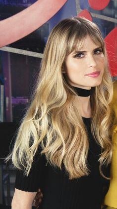 Interesting Hairdressing Tips You Should Use – Hair Wonders Long Hair With Bangs, Haircuts With Bangs, Straight Hairstyles, Cool Hairstyles, Carlson Young, Mtv, Grunge Hair, Hollywood, Hair Inspo