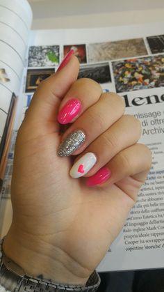 Nail art pink fluo love