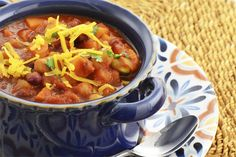 Sweet Potato and Quinoa Chili: Healthy crock pot option for dinner Sweet Potato Chili Vegetarian, Vegan Chili, Vegetarian Recipes, Healthy Recipes, Quinoa Chili, Vegetarian Dinners, Healthy Food, Diet Recipes, Chili Food