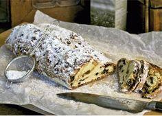 Stollen serveres i skiver som et brød. Og selv om hvedebrød normalt har det med at blive tørt efter blot et par dage, sker det først efter lang tid for en stollen. De mange frugter og spiritussen holder den fugtig og frisk længe.