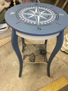 Merveilleux Compass Rose Table With Treasure Map