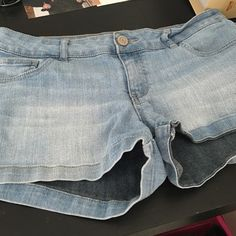 Jean shorts Light pair of jean shorts size 9! Comfy only worn a few times because they ended up being to big for me ! Good shape! No rips or stains Celebrity Pink Shorts Jean Shorts