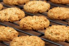 Lunch Box Oatmeal Cookies are perfect for any time of year with this easy recipe.   You can even pack these for lunches.