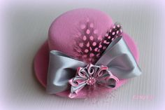 Hey, I found this really awesome Etsy listing at https://www.etsy.com/listing/187701109/mini-top-hat-with-flowers-kanzashi