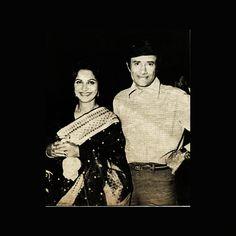 Waheeda Rehman and Dev Anand Waheeda Rehman, Celebrity Stars, Vintage Bollywood, Indian Movies, Bollywood Actors, Classic Films, Movie Stars, Black And White, Celebrities