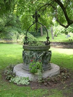 gsfrenchshabbylife:  Wishing well…