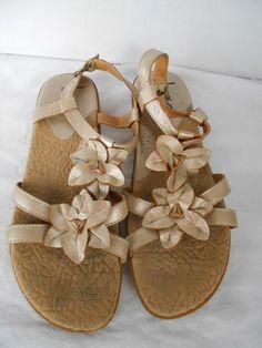 4276cf67e12268 Womens BORN BOC Sandles Sz 8Metallic Beige Floral Detail Leather Buckle  Sandals  Born  Strappy