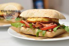 Ein Picknick-Burger mit Käse und Schinken