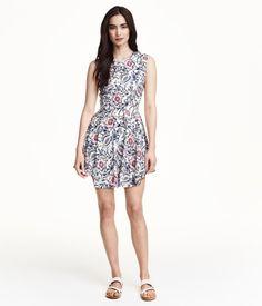 H&M Klockad klänning 299:-