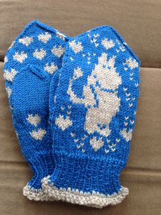 Mittens Moomin :) Votter med Mummitrollet:) The Mitten, Knitted Mittens Pattern, Knit Mittens, Knitting Patterns, Kind Und Kegel, Fingerless Mitts, Social Platform, Kids And Parenting, Gloves