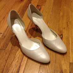 Leather pumps EU 40/US 10 Beautiful elegant and classic leather pumps in a misty/silver gray color. Made in Spain. Brand new, never worn but don't have original box anymore. Sole is narrow. Available for shipping week of 18 July Michel chaussures Shoes Heels