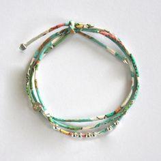 Bracelet en Liberty, lien rond finement cousu, perles et finitions en argent 925°°. http://ticha.bigcartel.com