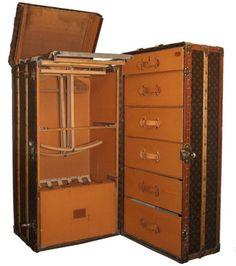 El famoso baúl de Luis Vuitton. En el las damas elegantes transportaban su enorme equipaje