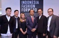 Jokowi Kunjungi Pameran Desainer Indonesia di London