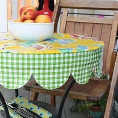 round tablecloth with scalloped edge. love this tablecloth!