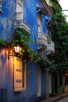 colorful colonial houses in Cartagena's historic center ... Cartagena, Colombia