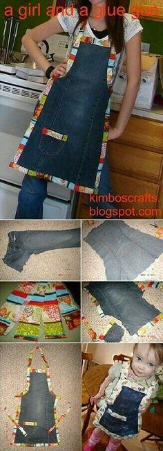 Turn old jeans into a chic apron Jean Crafts, Denim Crafts, Sewing Hacks, Sewing Crafts, Sewing Projects, Artisanats Denim, Denim Purse, Jean Apron, Denim Ideas