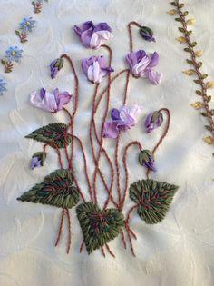 Risultati immagini per royal school of needlework immagini Diy Ribbon Flowers, D Flowers, Ribbon Art, Silk Ribbon Embroidery, Embroidery Art, Needlework, Arts And Crafts, Crafty, Knitting