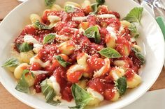 Kijk wat een lekker recept ik heb gevonden op Allerhande! Gnocchi met tomatensaus