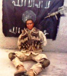 Un grupo insurgente iraquí, autodenominado La Brigada Al Muyaidín, publicó esta foto en el año 2005 según aseguraban, era el soldado norteamericano John Adams.Las peticiones del grupo llegaron a la prensa y poco después un ejecutivo de una empresa de juguetes identificó al supuesto «secuestrado» como uno de sus juguetes llamado «comando especial Cody».
