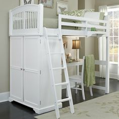 Möbel im Kinderzimmer - Hochbett mit eingebautem Kleiderschrank