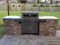 Grill station made from paver blocks with porcelain tile top Grill Gazebo, Patio Grill, Diy Grill, Grill Area, Bbq Area, Outdoor Kitchen Patio, Outdoor Kitchen Design, Diy Patio, Outdoor Grill Station