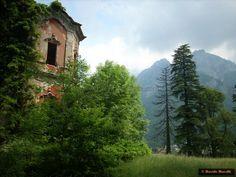 """Villa de Vecchi - La """"maledetta"""" casa rossa - Luoghi Fantasma"""