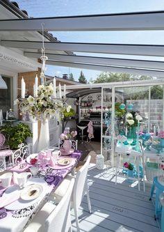 Kyllä vain, pihaa voi sisustaa siinä missä olohuonettakin. Luovan puutarhurin piha on täynnä vaaleanpunaista. Katariinan suosikkisävyt ovat Candy ja Barbi.