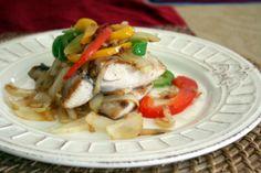 Un amigo que tiene como hobby la pesca de mar, nos regalo recientemente unos filetes de pez dorado, lo reserve para prepararlo para una cena de sábado en la noche y disfrutarlo con un vinito blanco y este fue el resultado.     Filete de dorado al ajillo ( mahi mahi) Ingredientes Porción:…