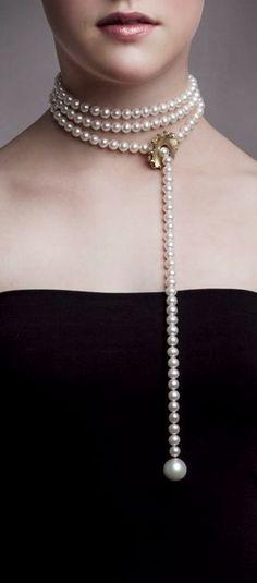 """Mega Chic"" versatile pearl necklace from Emquies Holstein."