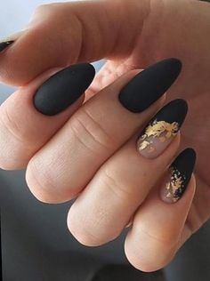 Amazing matte black nails almond shaped with gold foil! - Amazing matte black nails almond shaped with gold foil! Black Marble Nails, Black Gel Nails, Black Almond Nails, Silver Glitter Nails, Matte Black Nails, Almond Acrylic Nails, Black Nails With Gold, Matte Gel Nails, Black Manicure
