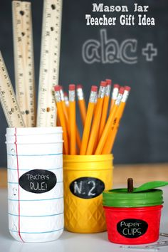 Back to School Teacher Jar Gifts - Lil' Luna Mason Jar Teacher Gift Idea - a simple and cute DIY project that will make for a gift your kiddos' teachers will LOVE! Mason Jar Gifts, Mason Jar Diy, Teacher Appreciation Gifts, Teacher Gifts, Employee Appreciation, Diy Cadeau, Cute Diy Projects, Back To School Teacher, School Boy