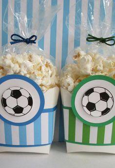 Veja adoráveis referências de lembrancinhas com o tema de futebol para você organizar os presentinhos dos convidados da festa. Confira!