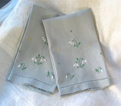 Nice linen guest /hand towels In soft grey blue with floral & dots machine embroidery.  In excellent clean condition  13-1/4 x 8-3/4 wide each