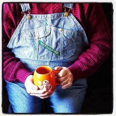 Last day of my 4-dat weekend. Coffee writing and overalls. #ootd #overalls #vintage #Key #herringbone #dungarees #sweater #coffee #yum #bb8 #starwars #mug