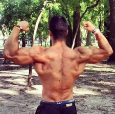 Learn how to build insane calisthenics muscle mass just with bodyweight training and calisthenics and see what masters do to get the muscle mass up Bodyweight Strength Training, Weight Training Workouts, Body Weight Training, Endurance Training, Weight Exercises, Weight Lifting, Back Workout Routine, Hiit Interval, Bodybuilding Memes