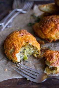 Broccoli Cheddar Soup Mini Hand Pies - (Free Recipe below) Brokkoli-Cheddar-Suppe Mini Hand Pi. Mini Pie Recipes, Cookbook Recipes, Cooking Recipes, Cooking Broccoli, Easy Cooking, Cooking Tips, Fall Soup Recipes, Vegetarian Recipes, Healthy Recipes