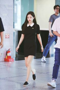 Blackpink Jennie - Dress We all want to look youthful and fun. Today let's all get inspired by Blackpink Jennie's student fashion look! Blackpink Outfits, Korean Outfits, Casual Outfits, Fashion Outfits, Blackpink Fashion, Ulzzang Fashion, Asian Fashion, Fashion Looks, Korean Girl Fashion
