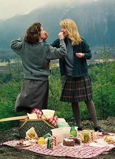 Sheryl Lee and Lara Flynn Boyle as Donna Hayward and Laura Palmer, Twin Peaks Serie Twin Peaks, Twin Peaks 1990, David Lynch Twin Peaks, Twin Peaks 2017, Laura Palmer, I Love Cinema, Between Two Worlds, Film Serie, Movies Showing