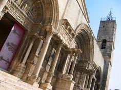Situé entre les Costières de Nîmes au Nord et la Camargue Gardoise au Sud, Saint Gilles regorge de trésors à découvrir... Lire le témoignage d'Adeline : http://www.sortie-famille-gard.com/visite-saint-gilles-gard/