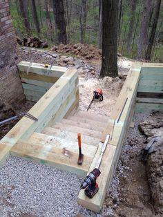 Timber staircase Garden Retaining Wall, Landscaping Retaining Walls, Sloped Garden, Home Landscaping, Backyard Projects, Outdoor Projects, Backyard Patio, Fence Design, Garden Design
